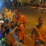 Jour 15 - procession des moines au petit matin 3