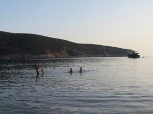 Jour 21 - grande plage de Vathi le soir 1